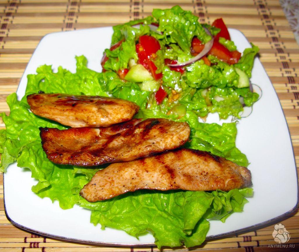 Запеченное куриное филе с овощным салатом (8)