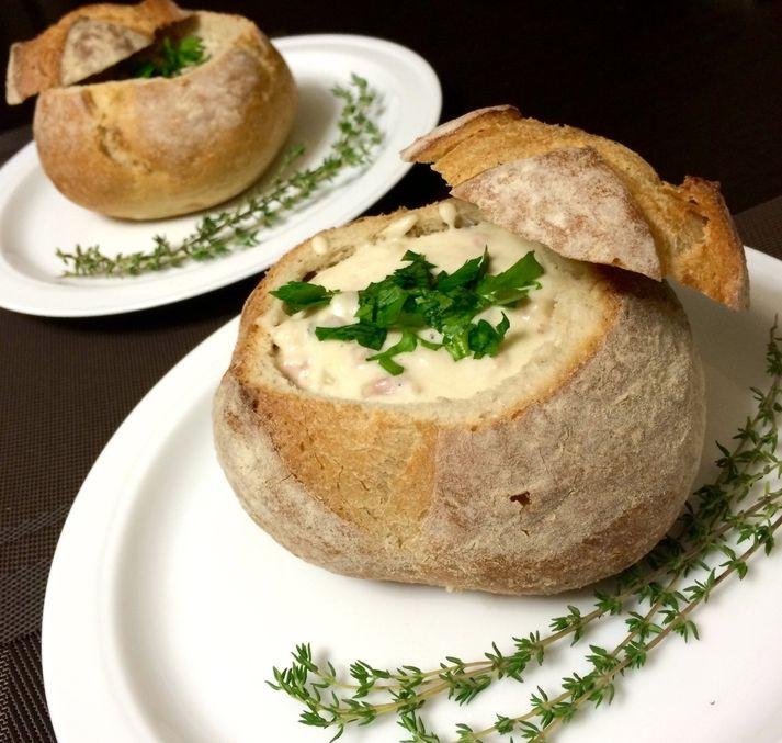Клэм чаудер в хлебной тарелке