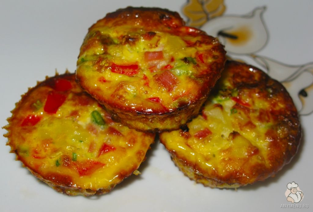 Порционные омлеты с ветчиной и овощами