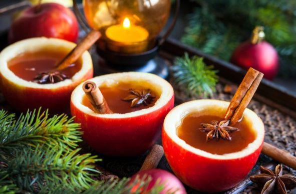 Рождественский сидр в яблочных чашках