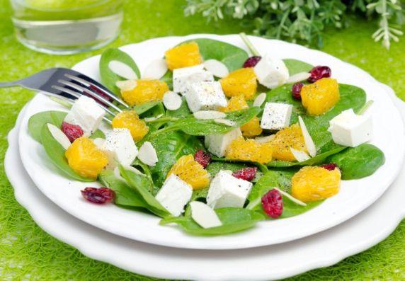 Салат из шпината с апельсинами и фетой