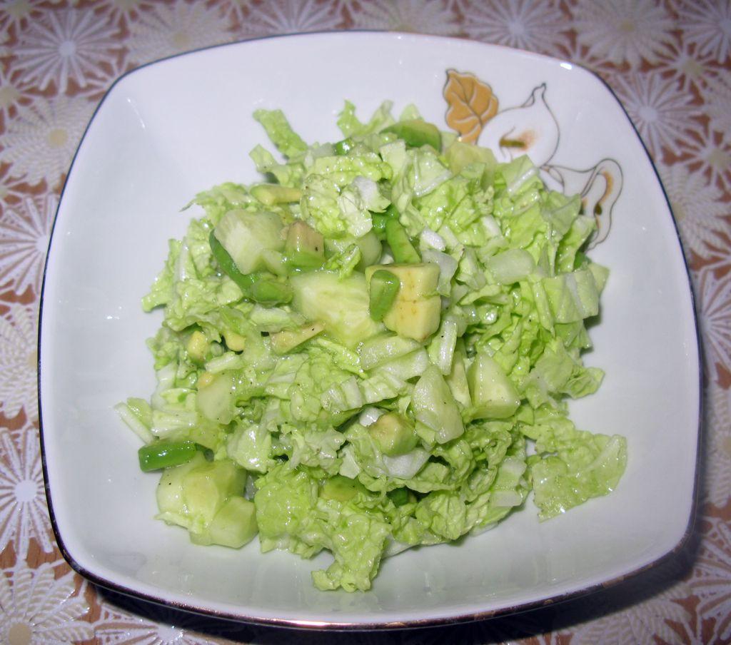 Салат с авокадо, огурцом и пекинской капустой (1)