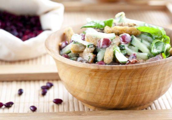 Салат с беконом и красной фасолью