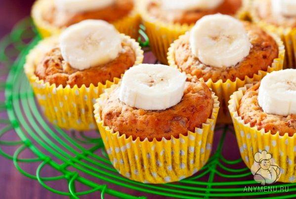 Банановые маффины с орехами