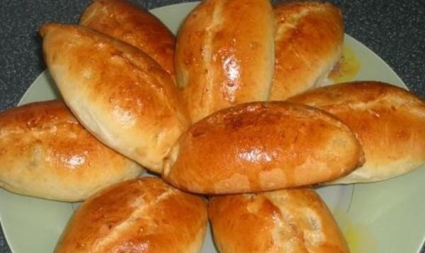 Пирожки с яблоками из теста, приготовленного в хлебопечке